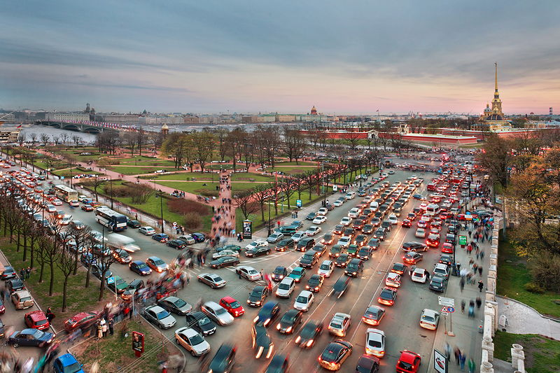 Trinity Square (Troitskaya Ploshchad) during rush hour in St Petersburg, Russia