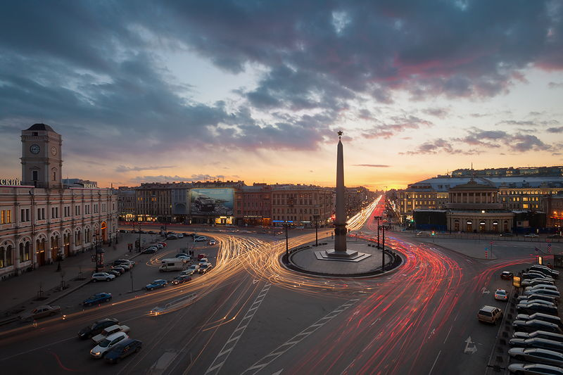 Ploshchad Vosstaniya (Uprising Square) during the White Nights, with Moscow Railway Station and the Hero City Obelisk in St Petersburg, Russia