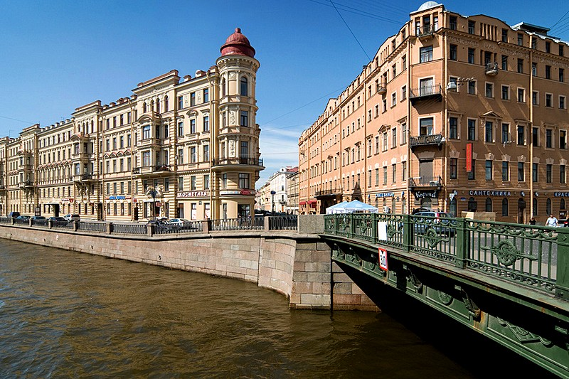 Kokushkin Bridge over the Griboedov Canal in St Petersburg, Russia