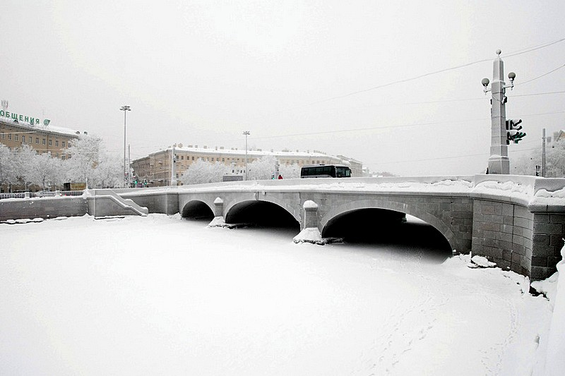 Wintery weather conditions at Obukhovskyi Bridge over the Fontanka River