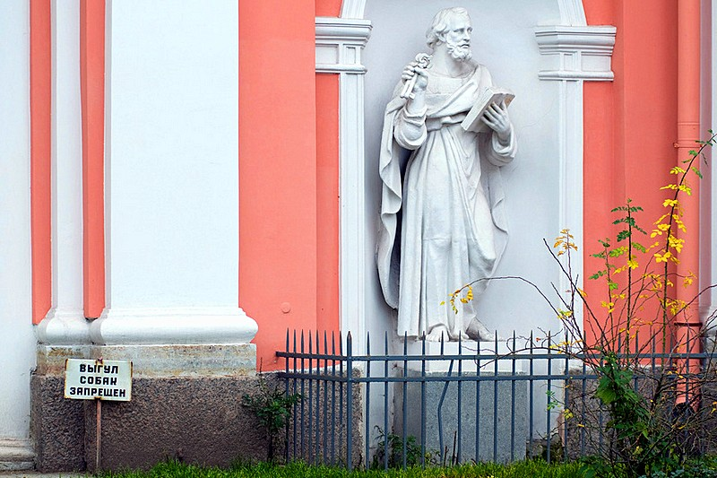 Sculpture of St Peter at the Cossack Church of the Exaltation of the Cross in Saint-Petersburg, Russia
