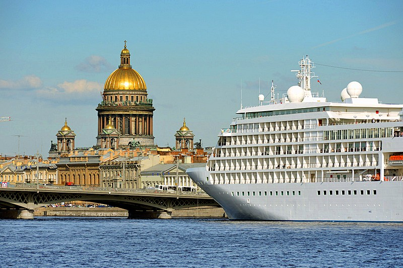 Arrival by boat in St. Petersburg
