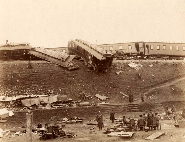 The dining car and grand-ducal wagon of the Russian Imperial train after the accident on 17 October 1888