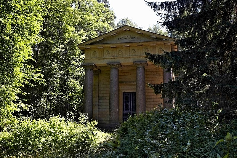 Memorial Mausoleum to Husband and Patron designed by Thomas de Thomon for Pavlovsk Park, south of St Petersburg, Russia