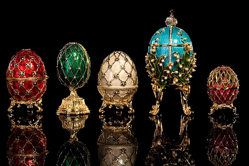 http://www.saint-petersburg.com/images/famous-people/peter-carl-faberge/famous-easter-eggs-by-faberge-in-st-petersburg.jpg