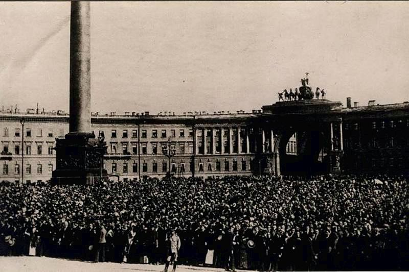 In front of the Winter Palace on the declaration of war, 20 July 1914 in St. Petersburg, Russia