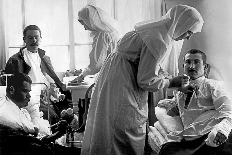 Sisters of mercy and wounded men in the hospital of the Pokrovskaya Commune. Petrograd. 1914-1916, Russia