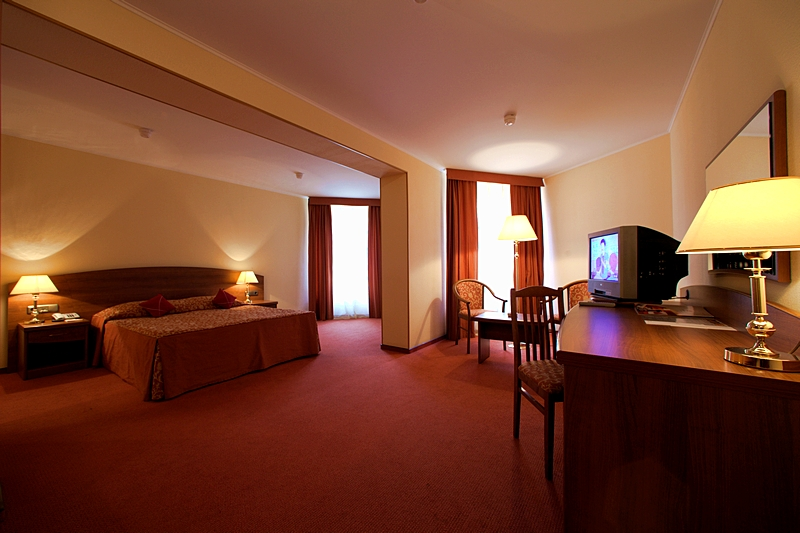 junior suites at st petersburg 39 s low cost azimut hotel. Black Bedroom Furniture Sets. Home Design Ideas