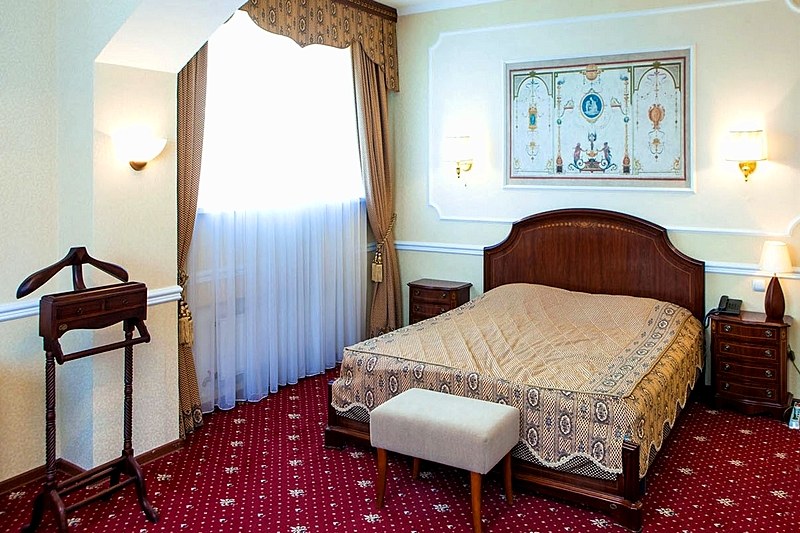 King Suite at the Guyot Hotel in St. Petersburg
