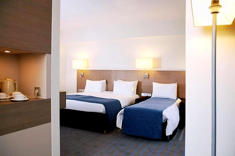 Bed Room Suite Holiday Inn Square Meters