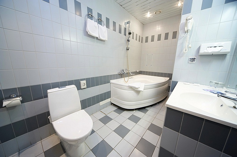 Bathroom of the Suite (Block B) at the Neptun Business Hotel in St. Petersburg