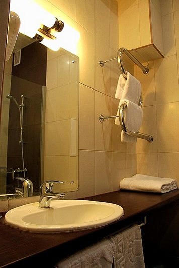 Bathroom of the Superior Twin Room at the Rossiya Hotel in St. Petersburg