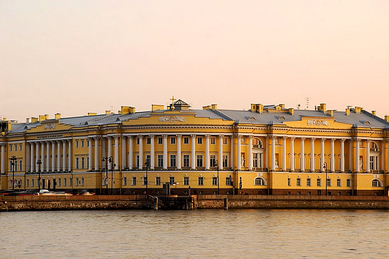 Senate and Synod Building designed by Rossi on Senate Square in Saint-Petersburg, Russia