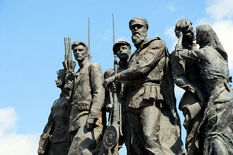 Sculptural group Partisans in front of the Monument to the Heroic Defenders of Leningrad in St Petersburg, Russia