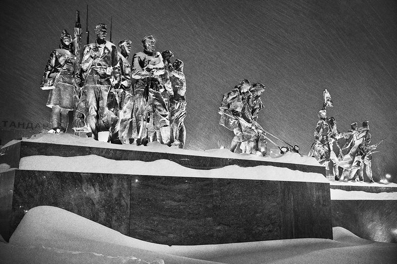Sculptures of the Heroic Defenders of Leningrad on Victory Square (Ploshchad Pobedy) in St Petersburg, Russia
