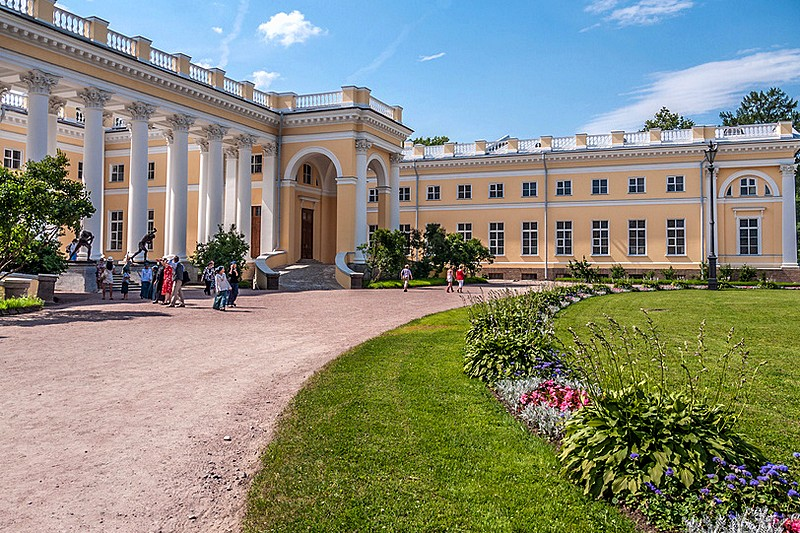 Visitors near Alexander Palace in Tsarskoye Selo (Pushkin), south of Saint-Petersburg, Russia