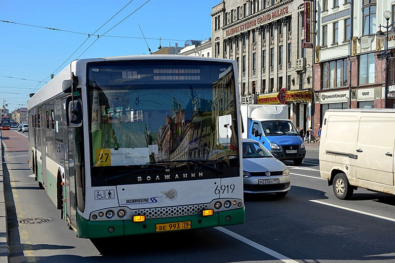 A typical St. Petersburg city bus in traffic on Nevsky Prospekt