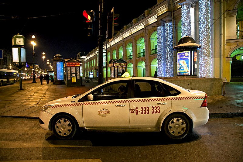 Taxi in front of the Gostiny Dvor in St. Petersburg, Russia