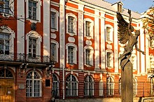 'St. Petersburg State University, Russia' from the web at 'http://www.saint-petersburg.com/images/virtual-tour/thumbnails/state-university.jpg'