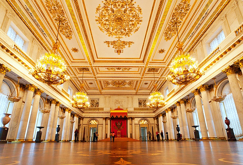http://www.saint-petersburg.com/images/walking-tours/hermitage-walking-tour/st-george-hall-at-the-winter-palace-in-st-petersburg.jpg